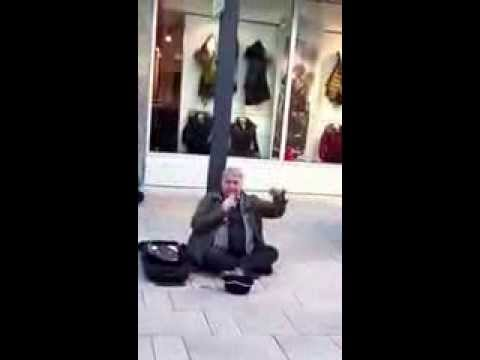 Homeless sings Hello Lionel Richie